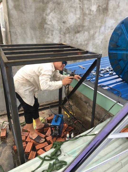 Hướng dẫn cách đặt bồn nước trên mái tole an toàn